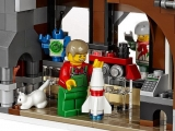lego-10249-winter-toy-shop-creator-seasonal-18