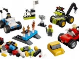 lego-10655-monster-trucks-basic-bricks-1