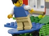 lego-31009-small-cottage-creator-ibrickcity-mini-figure-skate