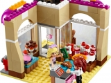 lego-41006-downtown-bakery-friends-14