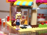 lego-41006-downtown-bakery-friends-6