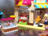 lego-41006-downtown-bakery-friends-9