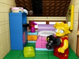 lego-the-simpsons-71006-house-lisasroom