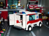 lego-7890-ambulance-city-2