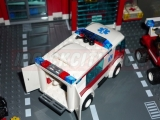 lego-7890-ambulance-city-3