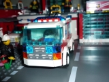 lego-7890-ambulance-city-4