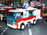 lego-7890-ambulance-city-5