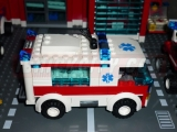 lego-7890-ambulance-city-6