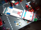 lego-city-4431-ambulance-ibrickcity-10