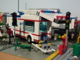lego-city-4431-ambulance-ibrickcity-12