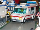 lego-city-4431-ambulance-ibrickcity-16