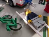 lego-city-4431-ambulance-ibrickcity-19