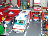 lego-city-4431-ambulance-ibrickcity-2
