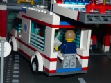 lego-city-4431-ambulance-ibrickcity-4