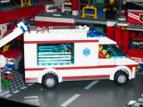 lego-city-4431-ambulance-ibrickcity-5