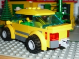 lego-city-4435-car-and-camper-ibrickcity-11