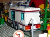 lego-city-4435-car-and-camper-ibrickcity-18