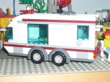 lego-city-4435-car-and-camper-ibrickcity-2