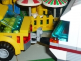lego-city-4435-car-and-camper-ibrickcity-4