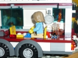 lego-city-4435-car-and-camper-ibrickcity-8