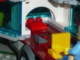 lego-city-4435-car-and-camper-ibrickcity-9