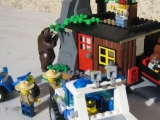 lego-city-4438-robbers-hideout-ibrickcity-27