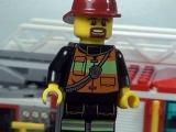 lego-60002-city-fire-truck-ibrickcity-12