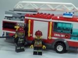 lego-60002-city-fire-truck-ibrickcity-13