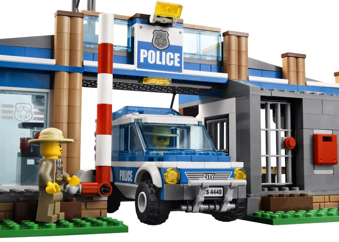Lego 4440-1: Forest Police Station | i Brick City