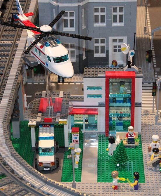 Lego city hospital 4427  Lego City 4429 Hospital   Preview