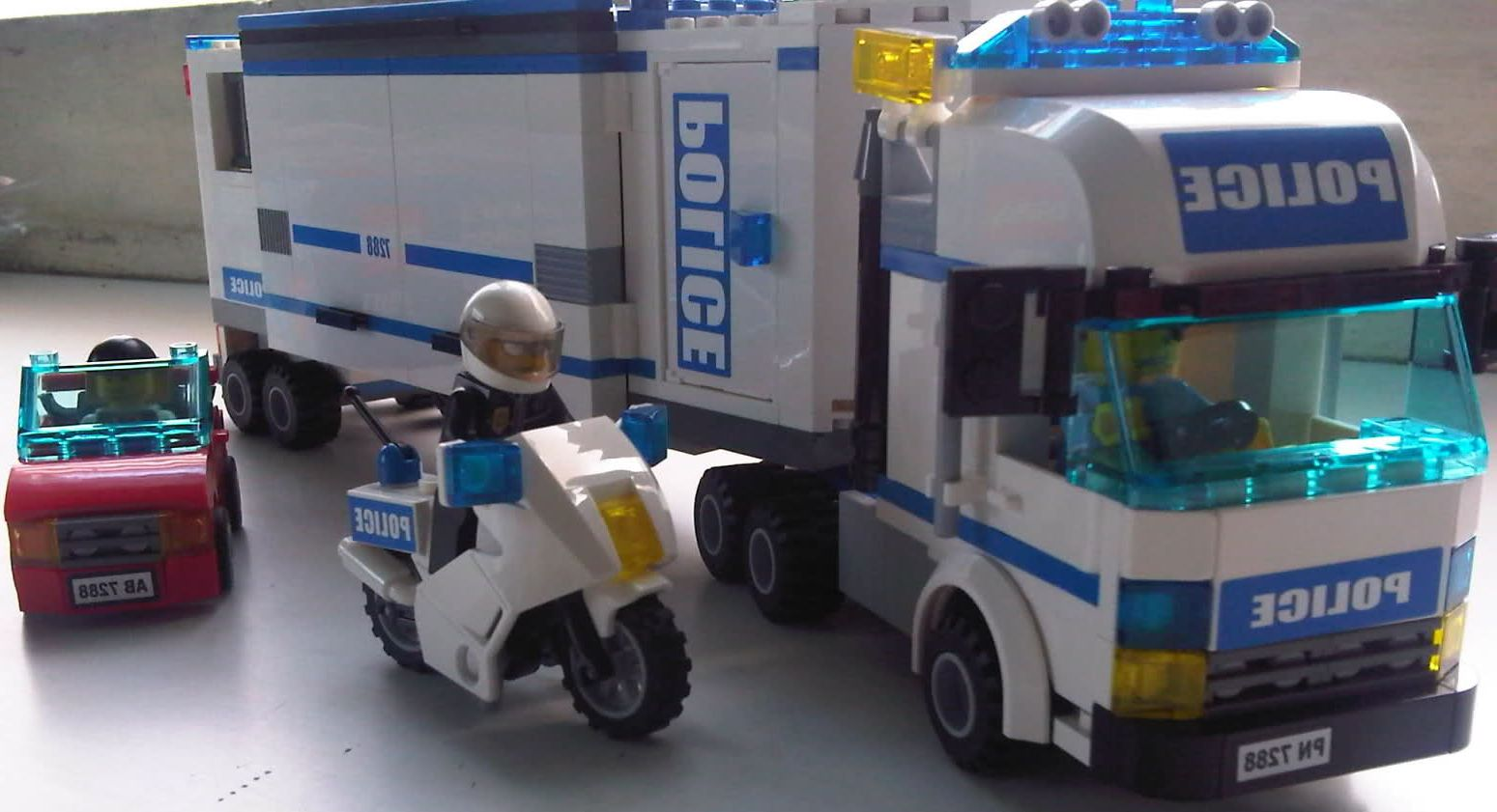 lego city 7288 mobile police unit i brick city. Black Bedroom Furniture Sets. Home Design Ideas