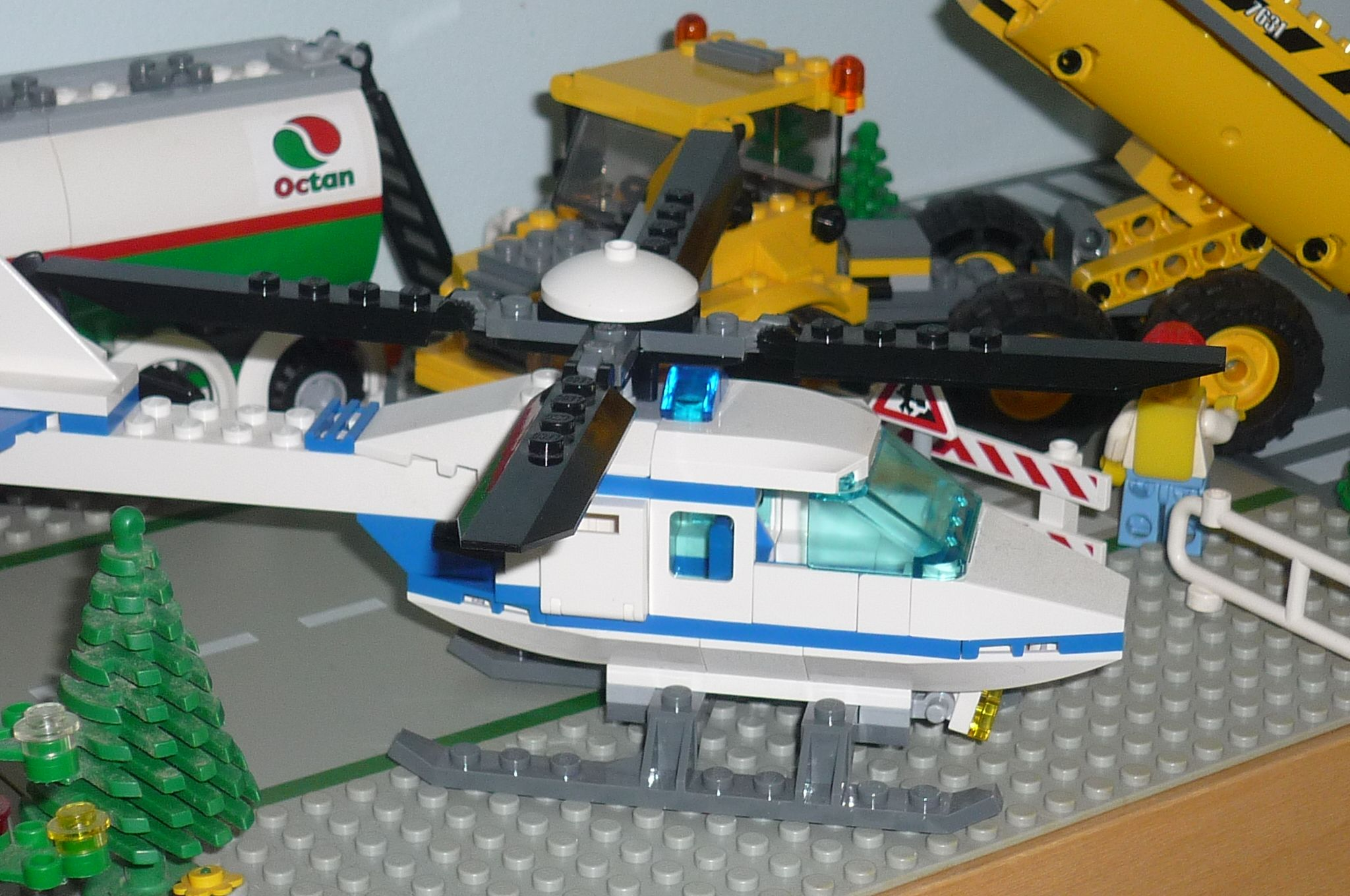 LEGO City Police Helicopter 7741 set review