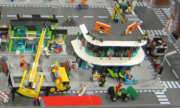 Lego 60026 Town Square city ibrickcity 2 Lego 60026 – Town Square