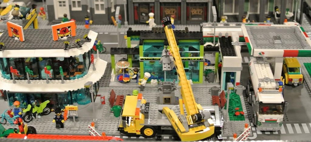 Lego 60026 Town Square city ibrickcity 7 1024x467 Lego 60026 – Town Square