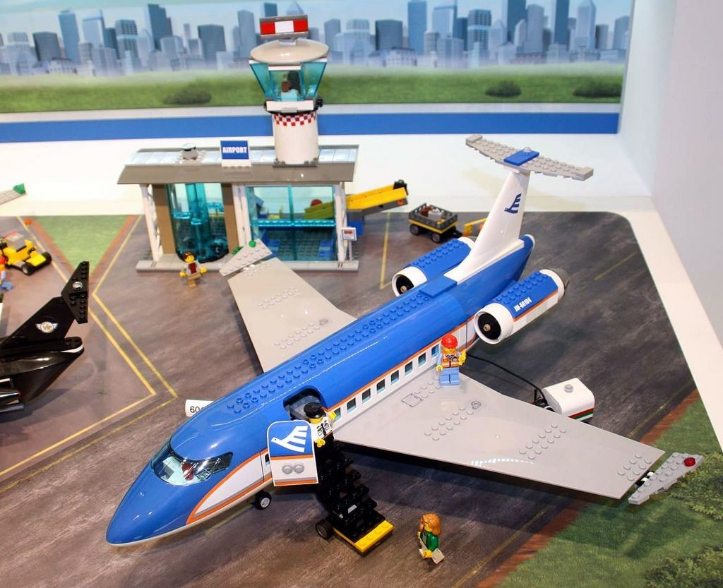 Lego-60104-Airport-Passenger-Terminal-city-3