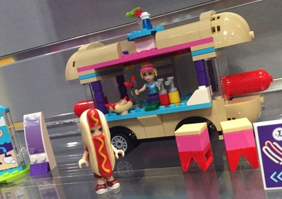 lego-41129-Amusement-Park-Hot-Dog-Van-friends-1
