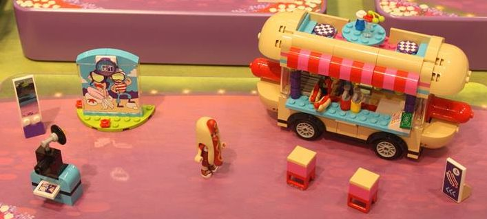 lego-41129-Amusement-Park-Hot-Dog-Van-friends