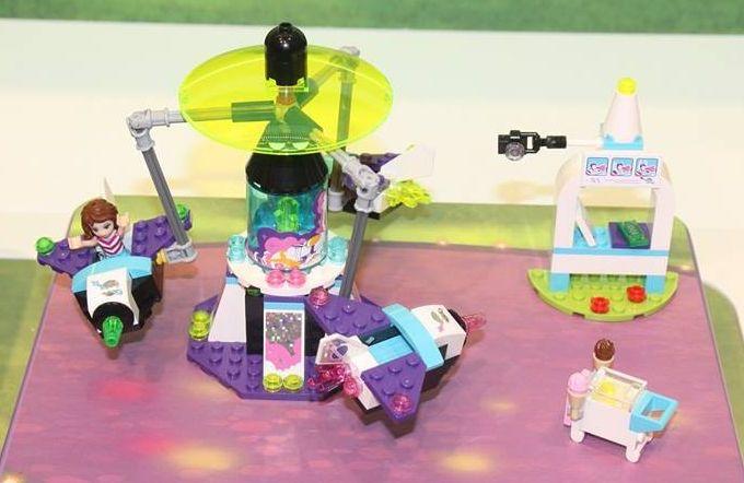 Lego-41128-Amusement-Park-Space-Ride-friends-1