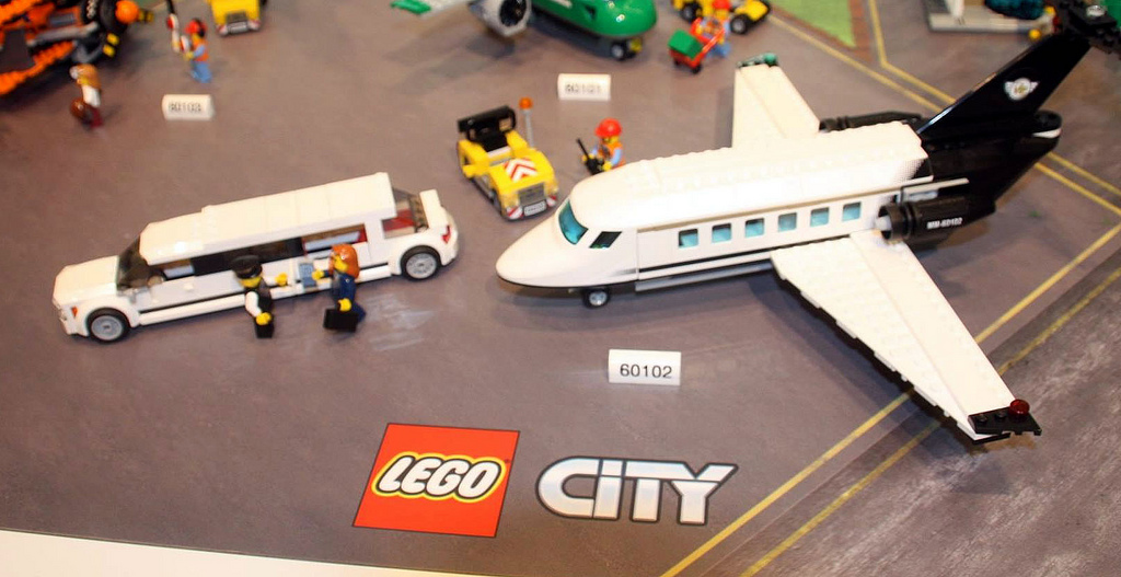 Lego-60102-Airport-Vip-Service-city-1