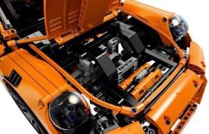 lego-Porsche-42056-911-GT3-RS-technic-7