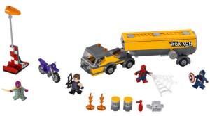 Lego-76067-Tanker-Truck-Takedown-super-heroes-2