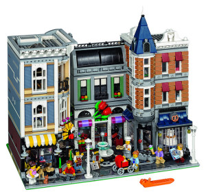 lego-10255-the-assembly-square-modular-building-2