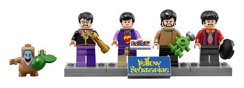 lego-21306-the-beatles-yellow-submarine-mini-figures