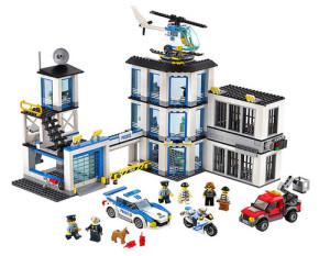 lego-city-police-station-60141-1