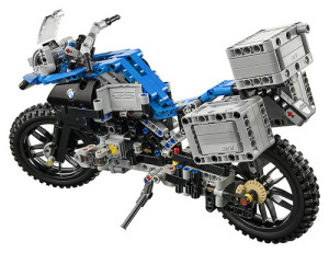 lego-technic-42063-bmw-r-1200-gs-3