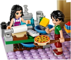 lego-41311-Heartlake Pizzeria-friends-2