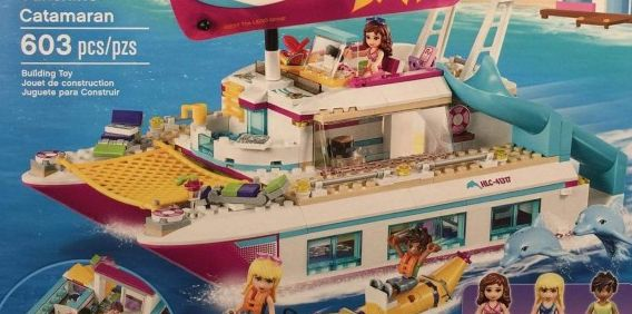 Lego-41317-Sunshine-Catamaran-friends-1