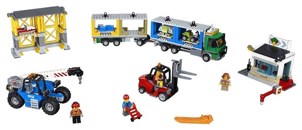 lego-60169-cargo-terminal-city-1