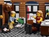 lego-10246-detective-office-creator-modular-14