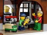 lego-10249-winter-toy-shop-creator-seasonal-9